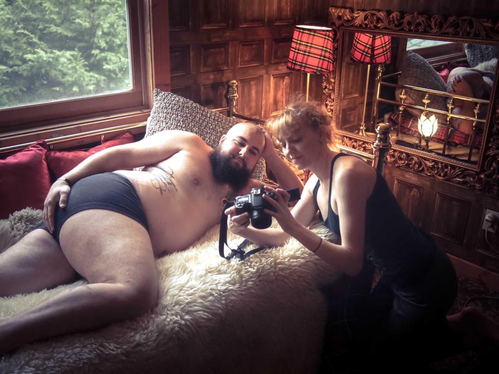 Marido faz ensaio fotográfico hilário para animar esposa que está com câncer 11