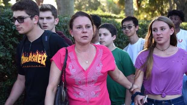 Vigia da escola da Flórida que sofreu massacre arriscou a própria vida para salvar os alunos 3