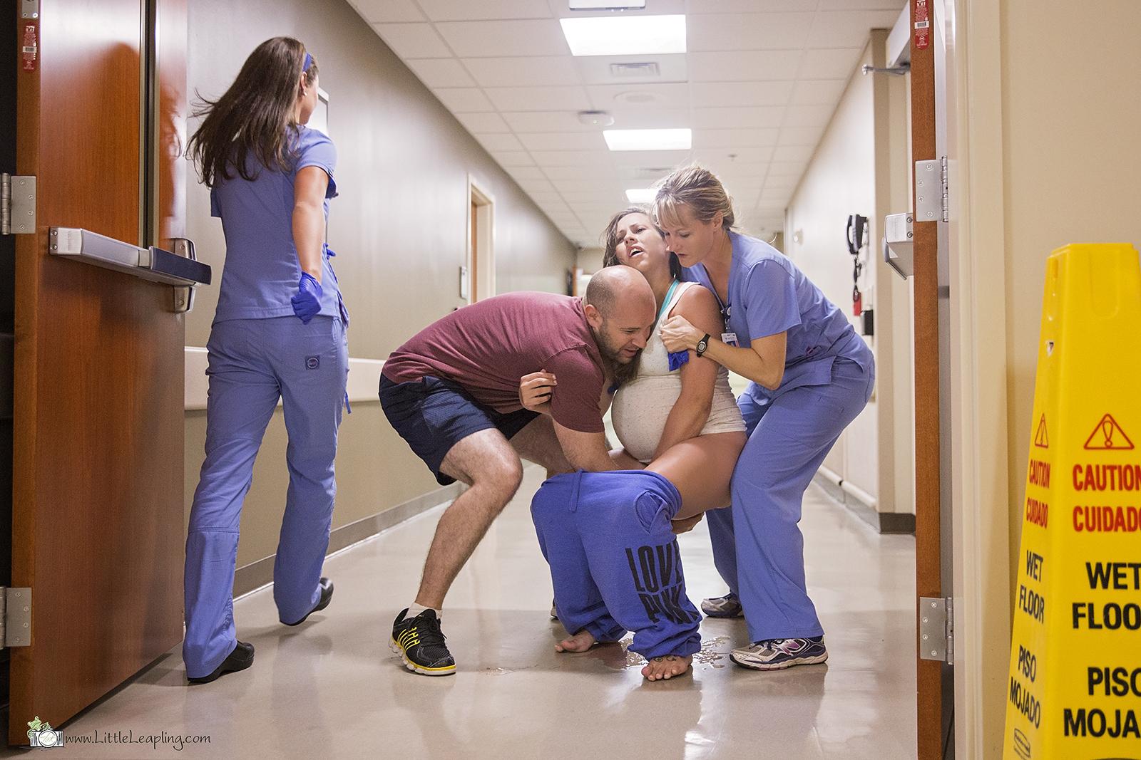 Este bebê estava com tanta pressa de vir ao mundo que nasceu no corredor do hospital 3