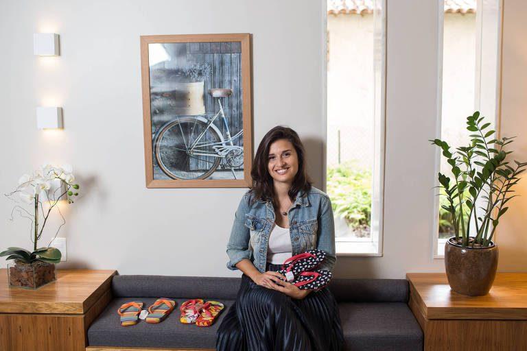 Garota sustentou família com fábrica de chinelos depois de curso de empreendedorismo feito aos 15 anos 1