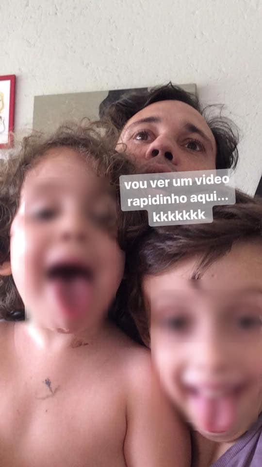 Pais de 3 filhos pequenos dividem suas experiências na Internet e mostram qual é o verdadeiro trabalho da vida! 3