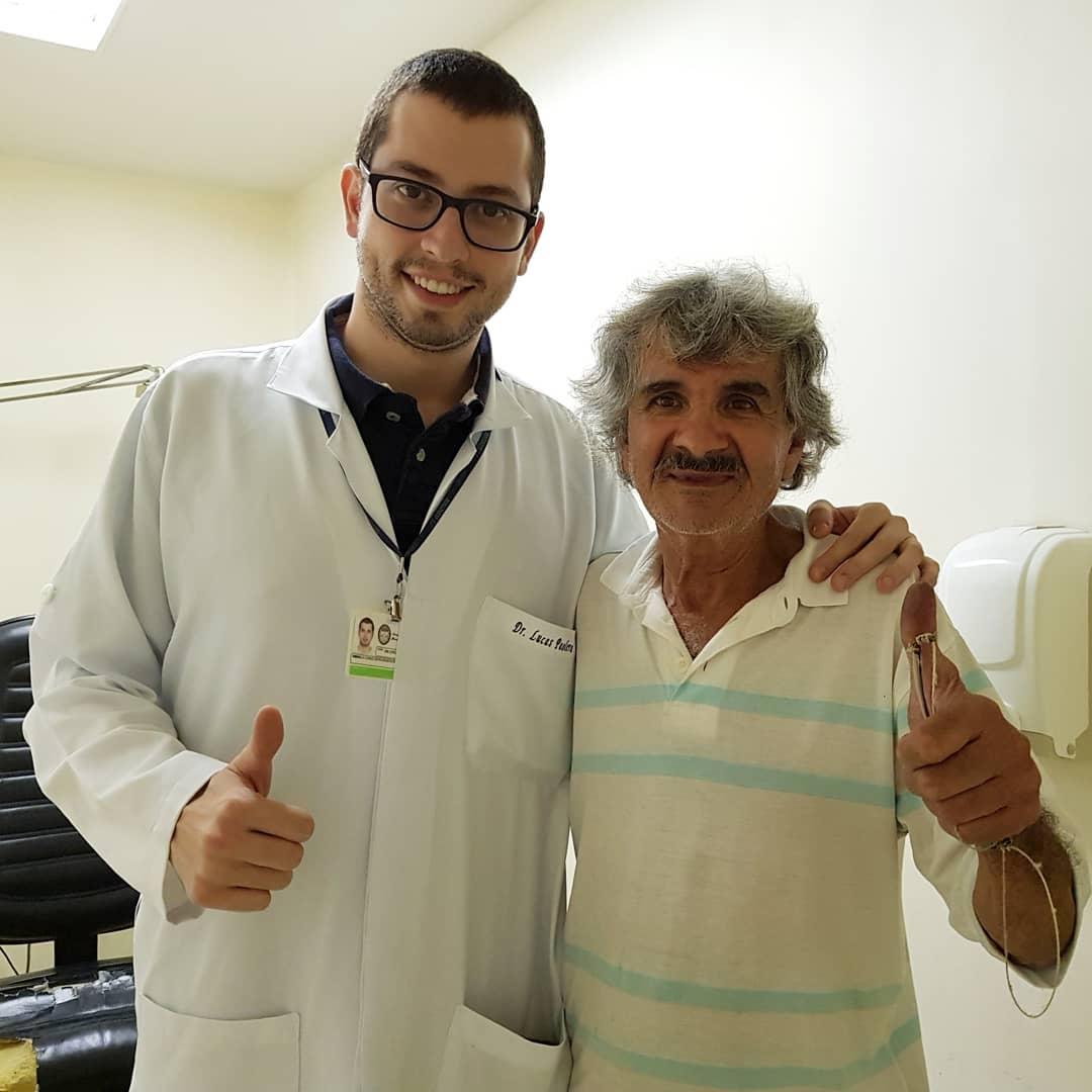 Em SP, paciente da Santa Casa conserta as cadeiras da instituição em gesto generoso 2