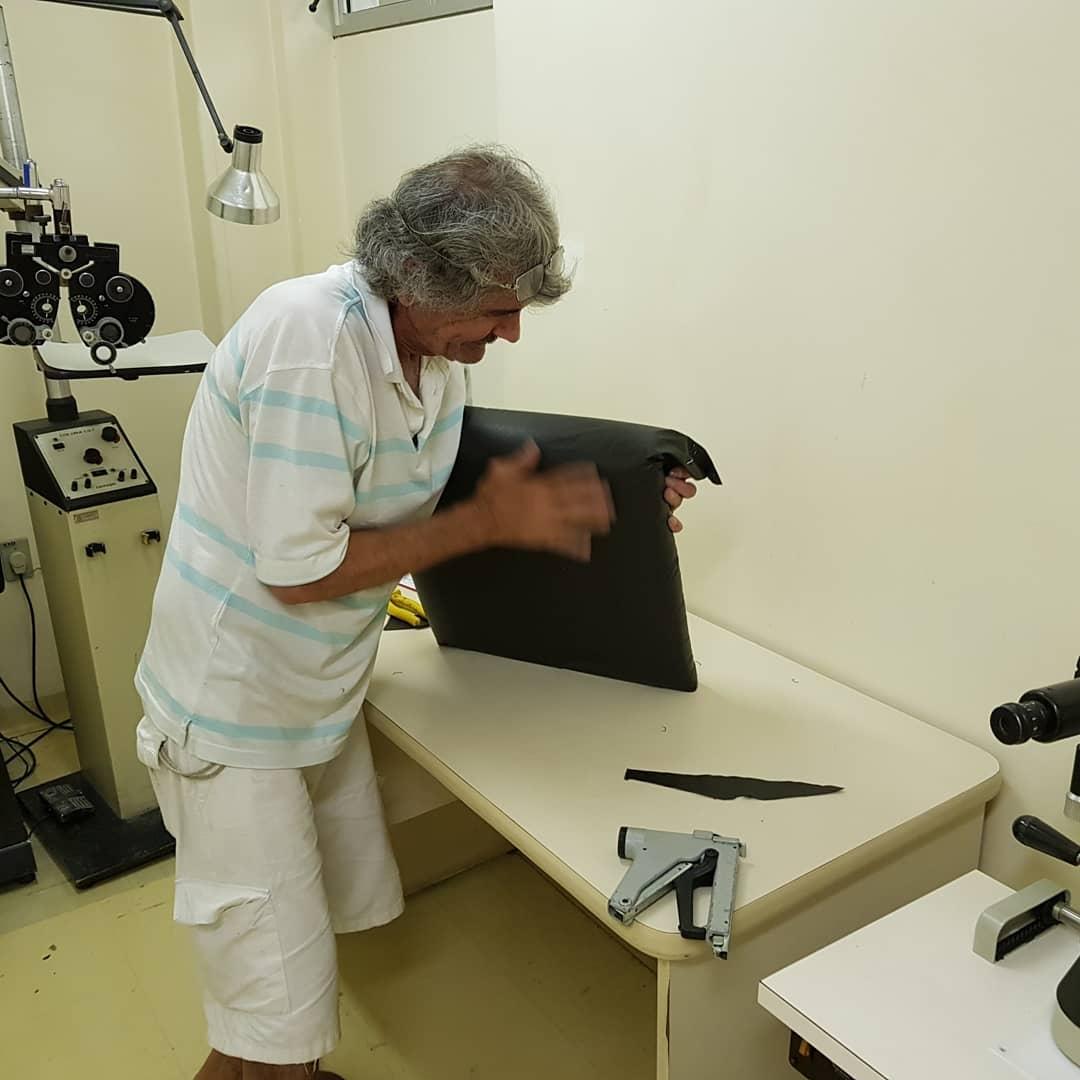 Em SP, paciente da Santa Casa conserta as cadeiras da instituição em gesto generoso 4