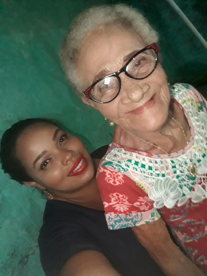 Neta dá boneca que avó nunca pôde ter em seu aniversário de 80 anos 1