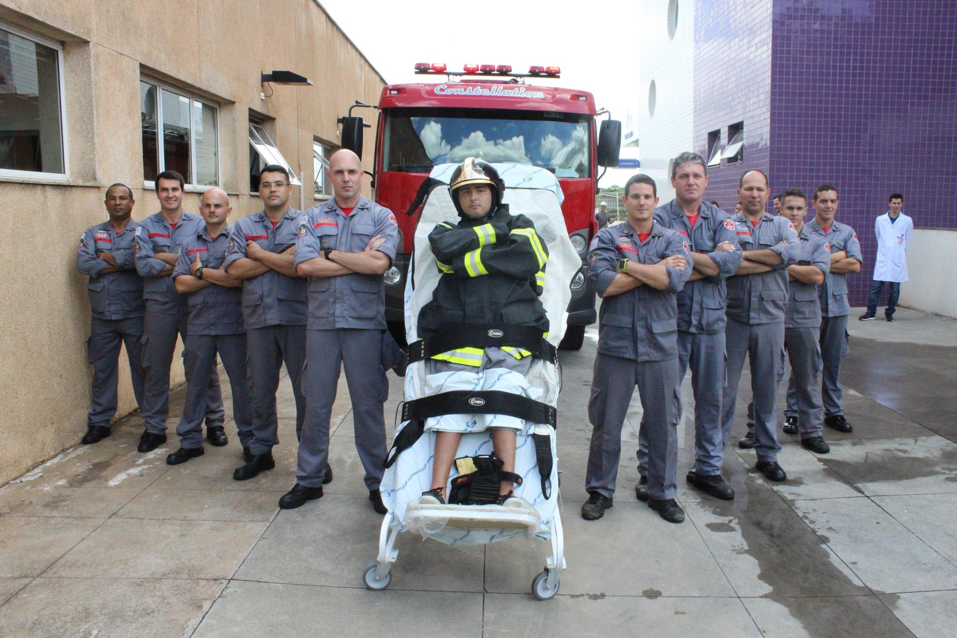 Jovem com tetraparesia que sonha em ser bombeiro tem sonho realizado graças à equipe médica 3