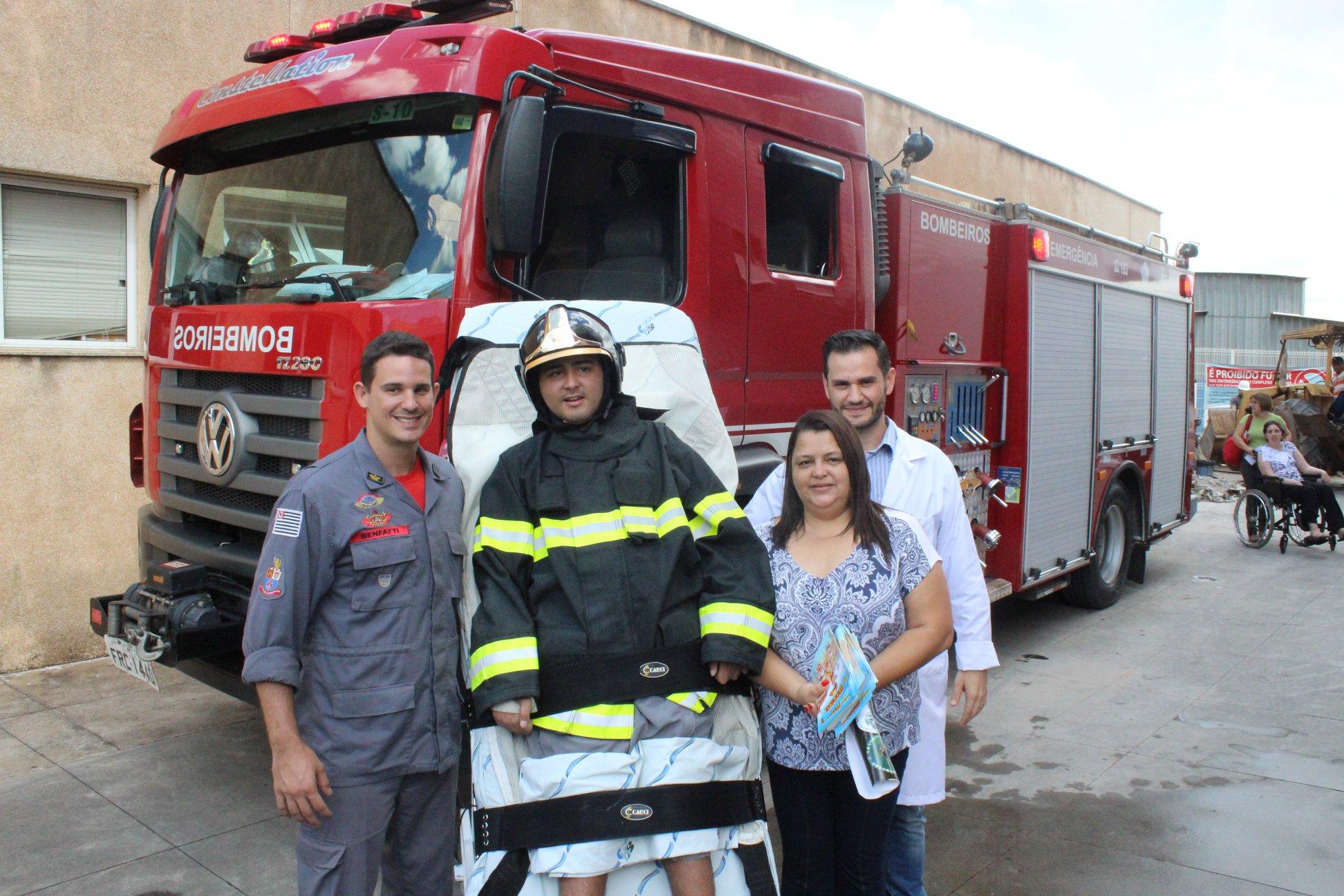Jovem com tetraparesia que sonha em ser bombeiro tem sonho realizado graças à equipe médica 5
