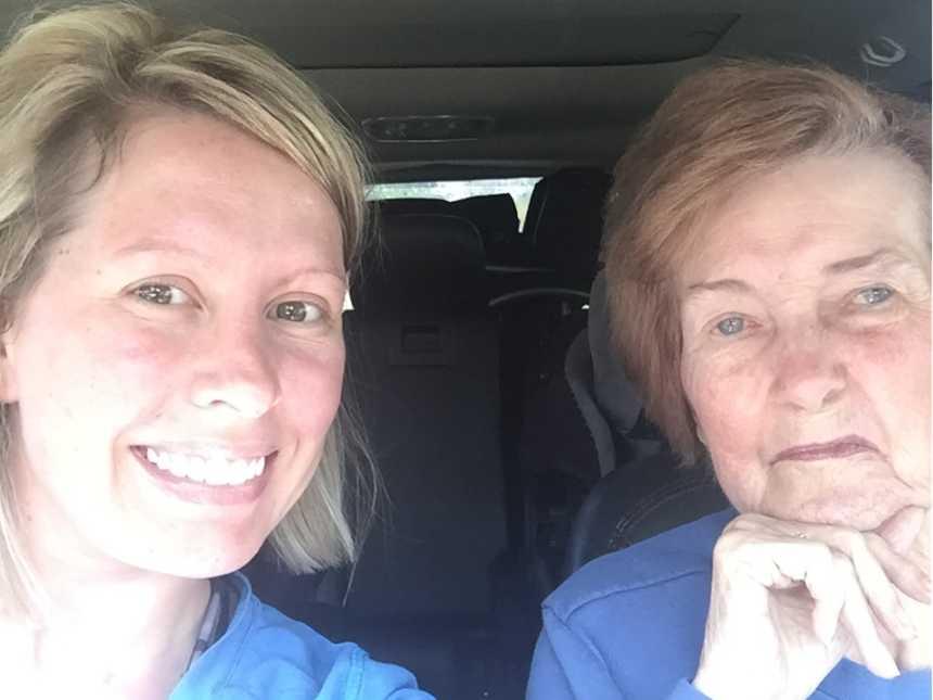 Neta deixa emprego para cuidar melhor da avó de 83 anos com Alzheimer 3