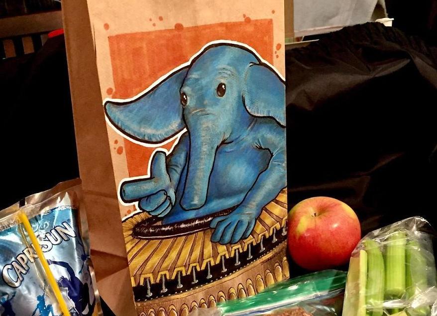 Artista transforma embalagens de lanche escolar do filho em verdadeiras obras de arte 4
