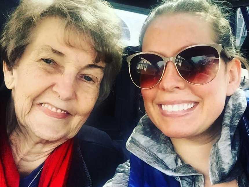 Neta deixa emprego para cuidar melhor da avó de 83 anos com Alzheimer 5