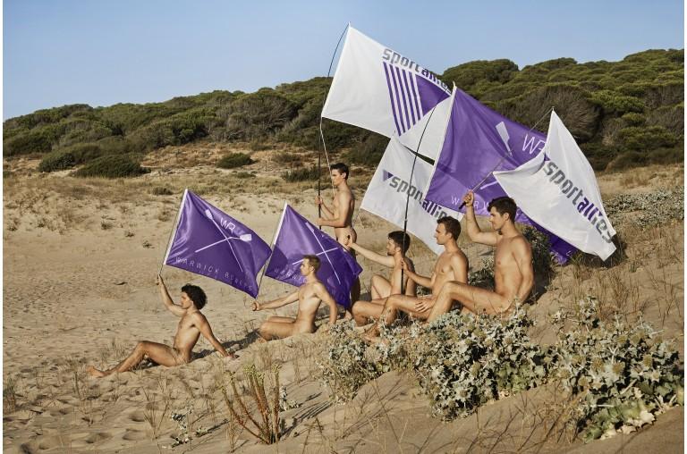 Equipe de remo britânica tira roupa novamente em calendário contra a homofobia 3