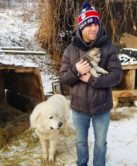 Esquiador e namorado resgatam 90 cães que viviam em fazenda de abate na Coréia do Sul 7