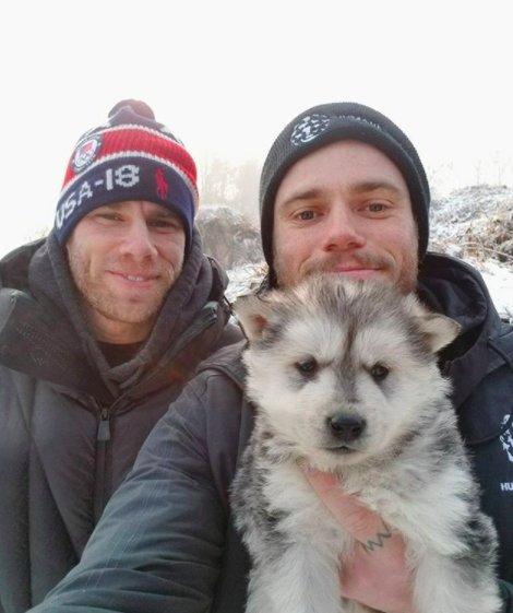 Esquiador e namorado resgatam 90 cães que viviam em fazenda de abate na Coréia do Sul 8