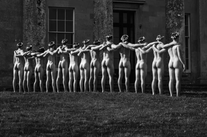 Equipe de remo britânica tira roupa novamente em calendário contra a homofobia 8