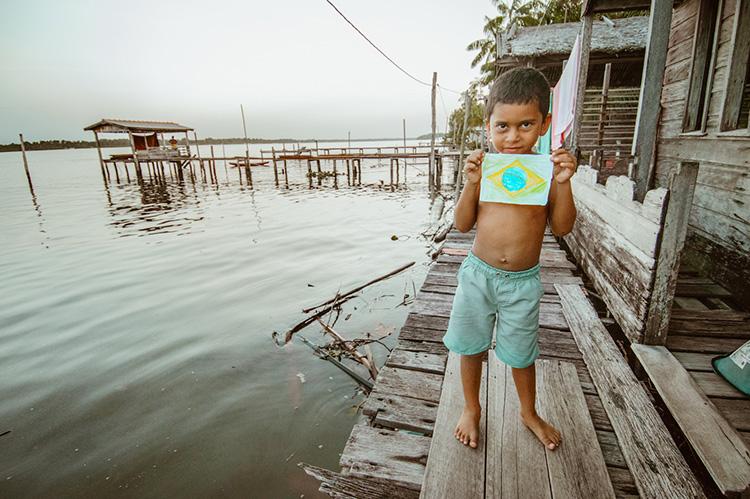 Fotógrafo registra o cotidiano encantador de Ribeirinhos no interior da Floresta Amazônica 6