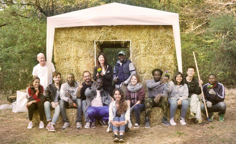 As casas sustentáveis (feitas em 1 dia por pessoas não especializadas) que estão abrigando refugiados na Itália 1