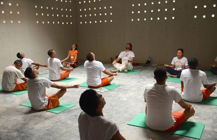 Sistema prisional do Ceará passa a oferecer aulas de Yoga para os internos 1