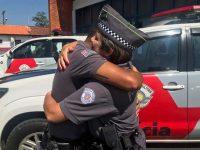 policial descobre colega salvou