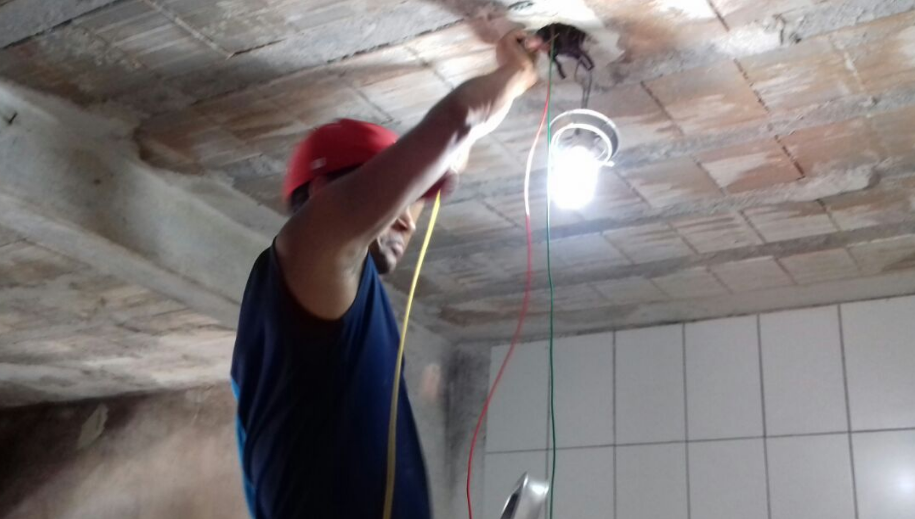 Voluntários se unem para reformar casa de mulher que estava desempregada e passando necessidade 5