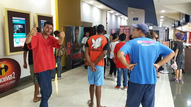 Em Araraquara, garoto de 12 anos leva pessoas em situação de rua ao cinema 2