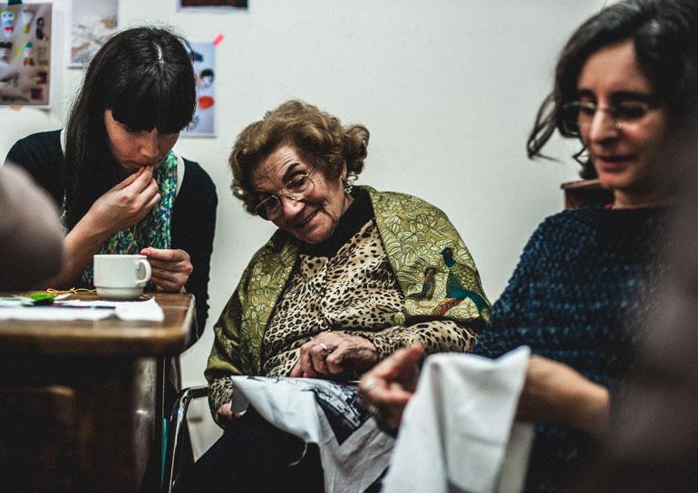 Empresa em Lisboa chama idosas acima de 65 anos para produzir objetos de design 11