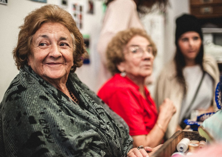 Empresa em Lisboa chama idosas acima de 65 anos para produzir objetos de design 1