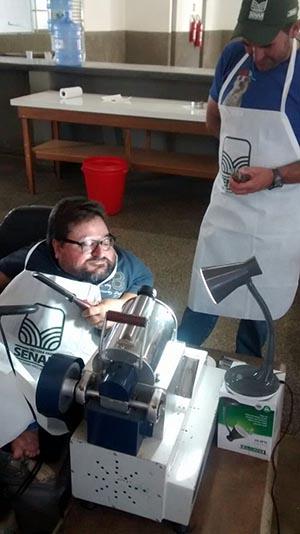 Aluno com deficiência faz depoimento emocionado ao professor que adaptou equipamentos para ele 2