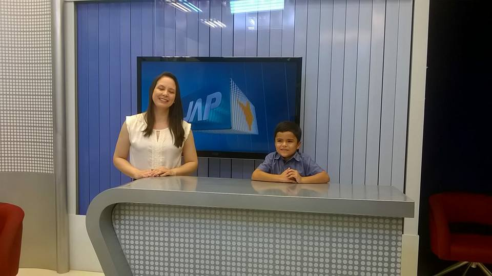 Garoto autista de 6 anos que sonha em ser jornalista tem sonho realizado 7