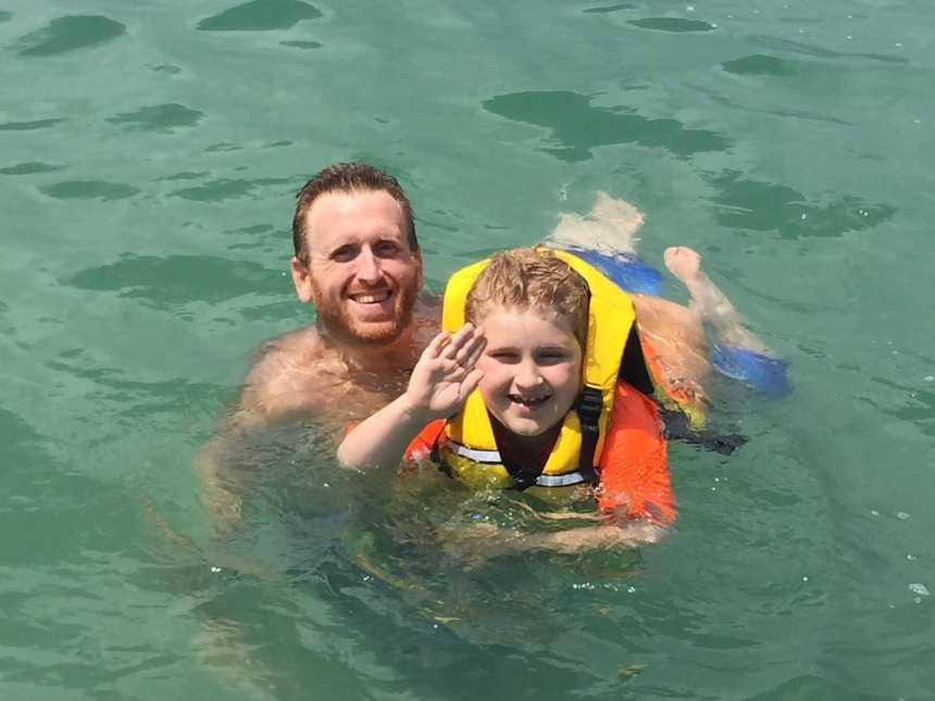 Homem perde mais de 160kg por medo de deixar filho autista sem pai 10