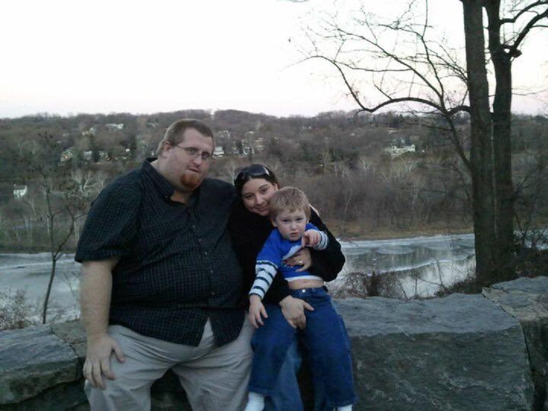 Homem perde mais de 160kg por medo de deixar filho autista sem pai 11