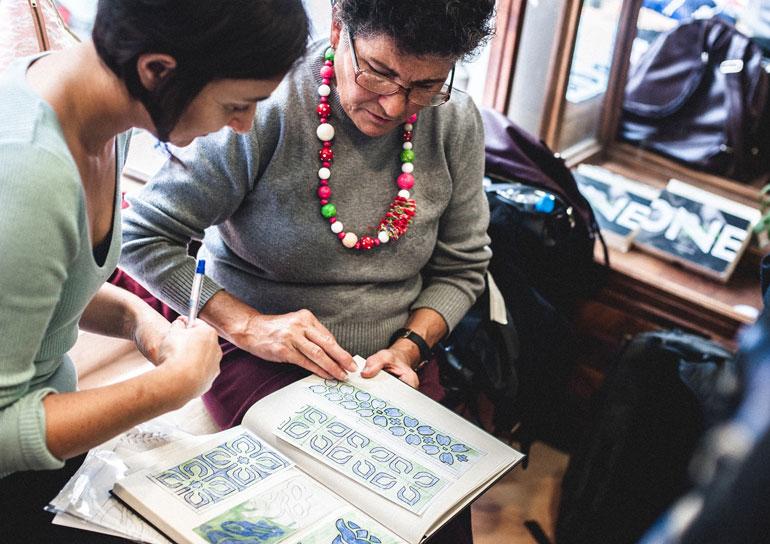 Empresa em Lisboa chama idosas acima de 65 anos para produzir objetos de design 3