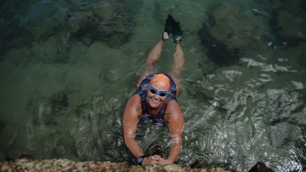 Há 17 anos ela dá aulas de natação de graça para quem não pode pagar, em Salvador 4