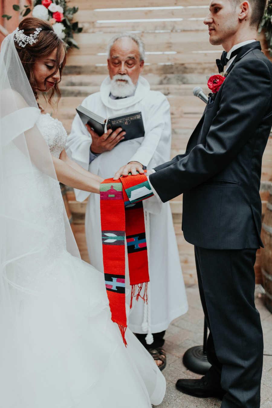 Noiva se emociona ao ser conduzida por pai e ter a cerimônia realizada por padrasto 7