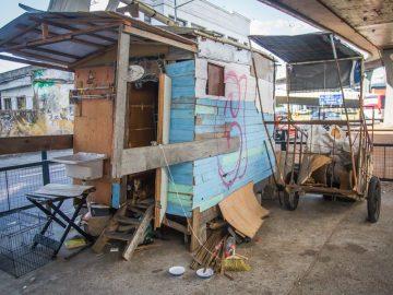 Voluntários reformam casa de família que adoecia por causa de condições precárias do imóvel 4