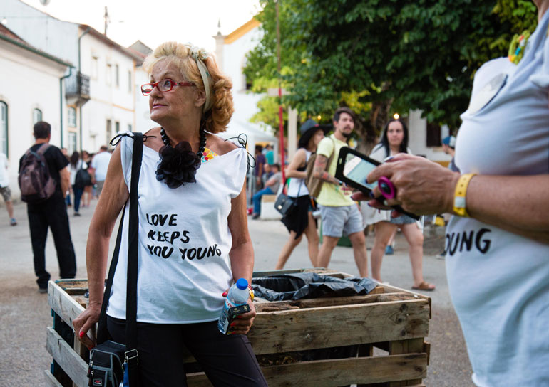 Empresa em Lisboa chama idosas acima de 65 anos para produzir objetos de design 8