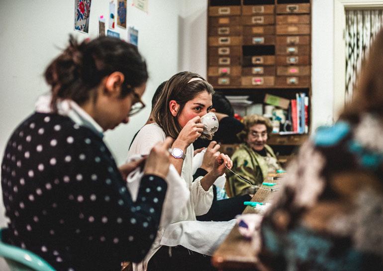 Empresa em Lisboa chama idosas acima de 65 anos para produzir objetos de design 10