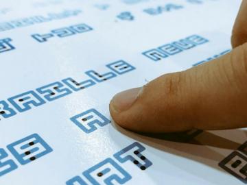 Designer japonês cria fonte que une a escrita Braille com a tradicional 6