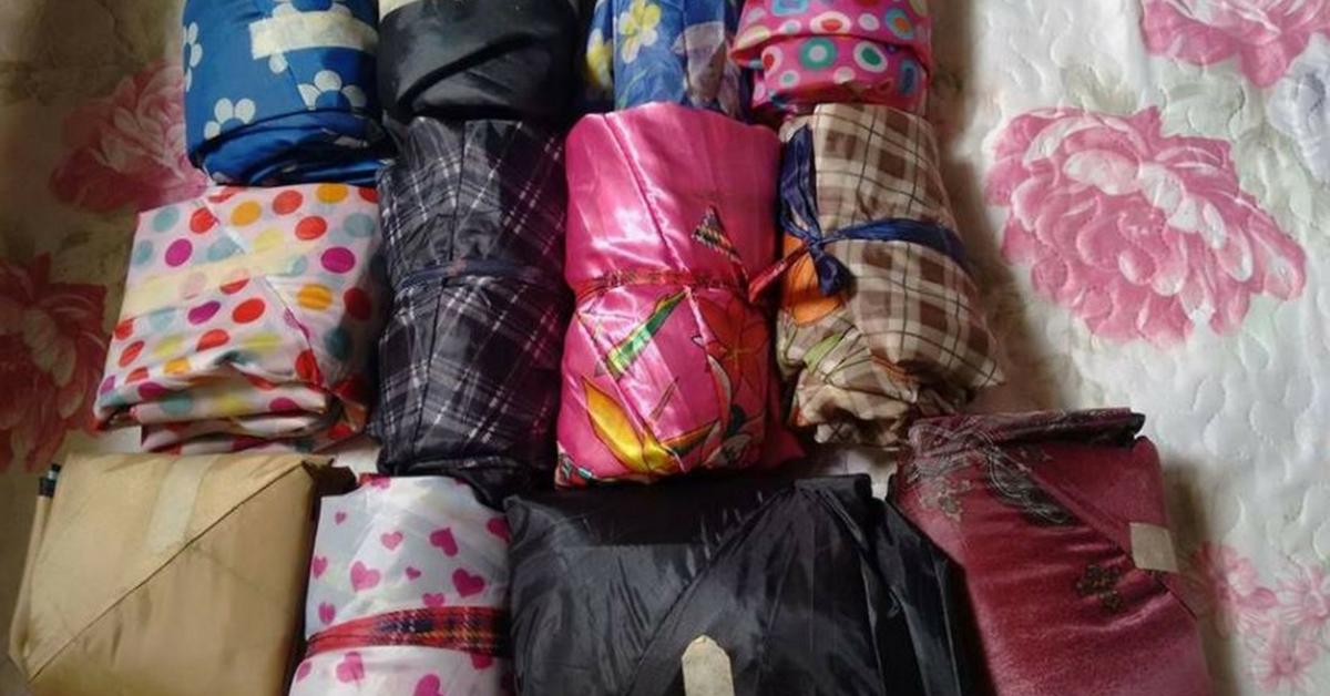 Artesã transforma guarda-chuvas quebrados em sacos de dormir para moradores de rua 2