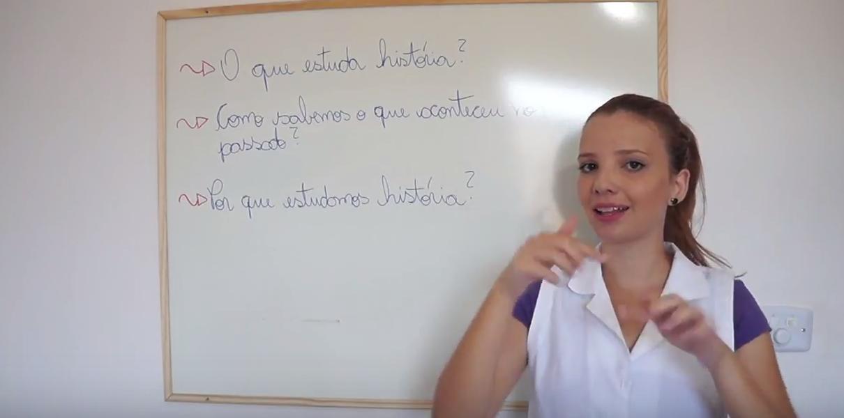 Professora faz canal para ensinar História em LIBRAS 3