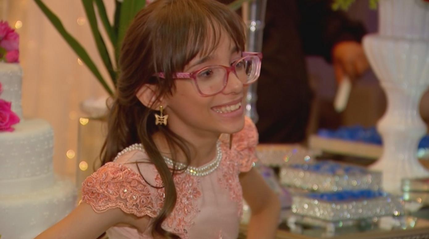 Garota com hidrocefalia realiza o sonho da festa de debutante e dança com seu melhor amigo com Down 2