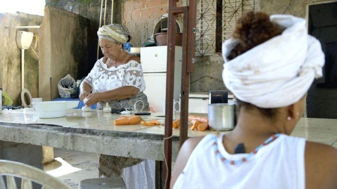 Evangélicos ajudam a reconstruir terreiro queimado no Rio 3