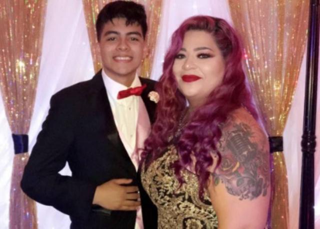 Jovem cumpre promessa e leva mãe como par em baile de formatura 1