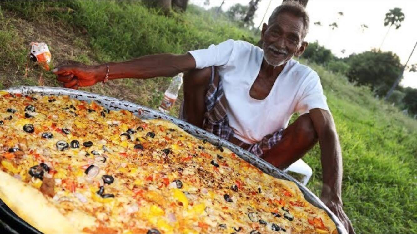 Vovô cozinha porções gigantes para crianças órfãs na Índia 2