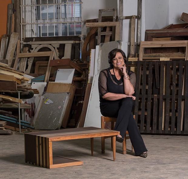 projeto transforma madeira descartada móveis