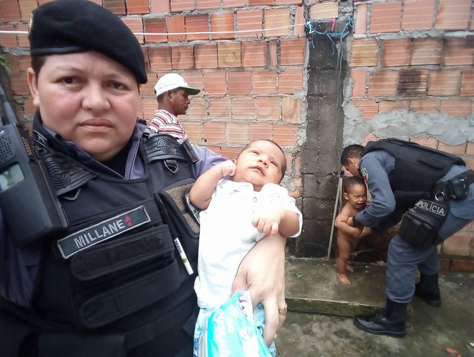Policiais resgatam 2 bebês no domingo de Páscoa dando nova vida a eles 4