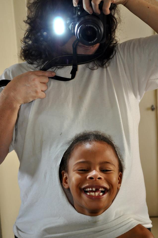 """Mãe adotiva tem ideia maravilhosa para trabalho de escola da filha que pediram """"foto da barriga"""" 2"""