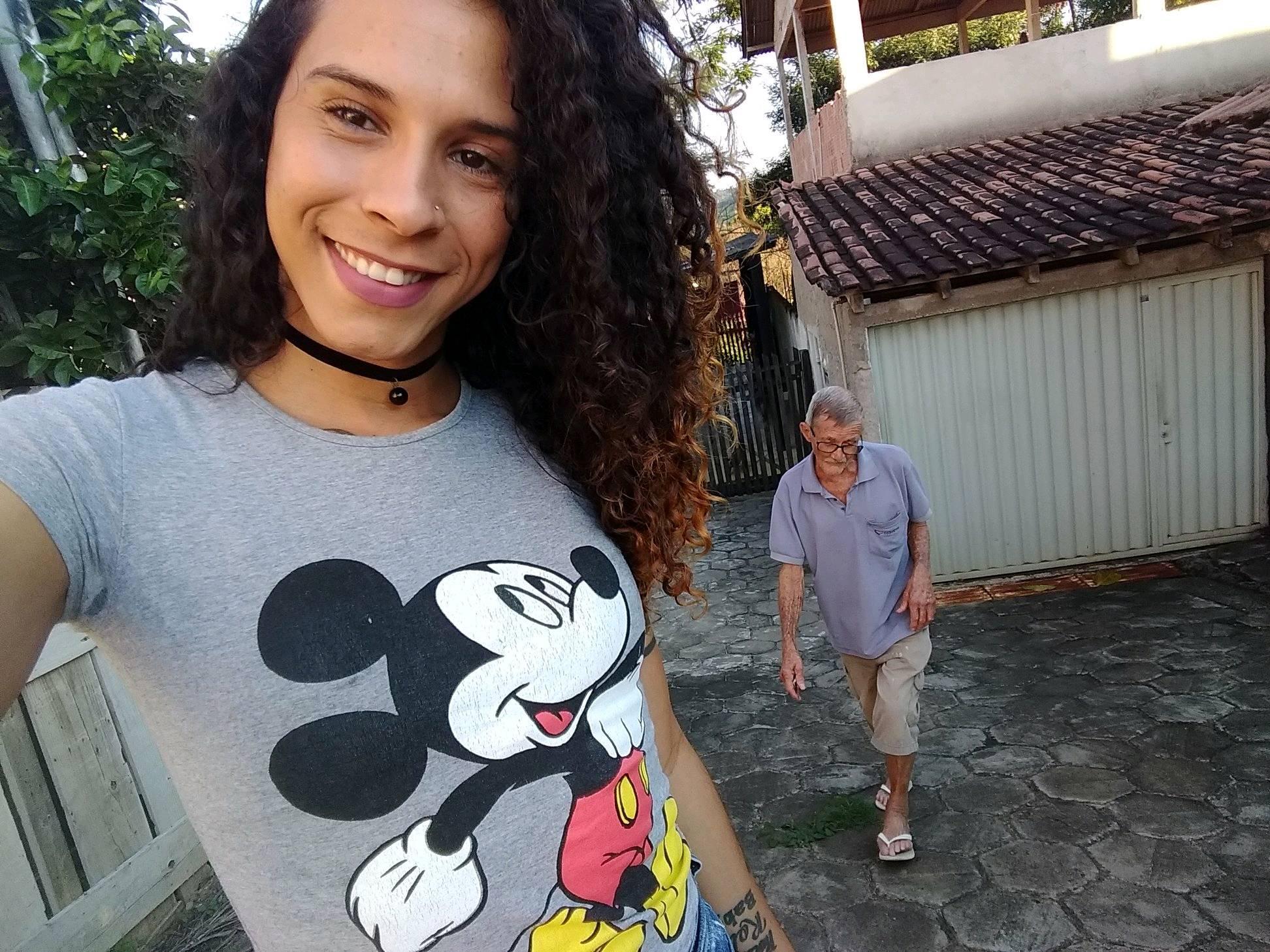 Karen Maria Reis mulher trans com o padrasto