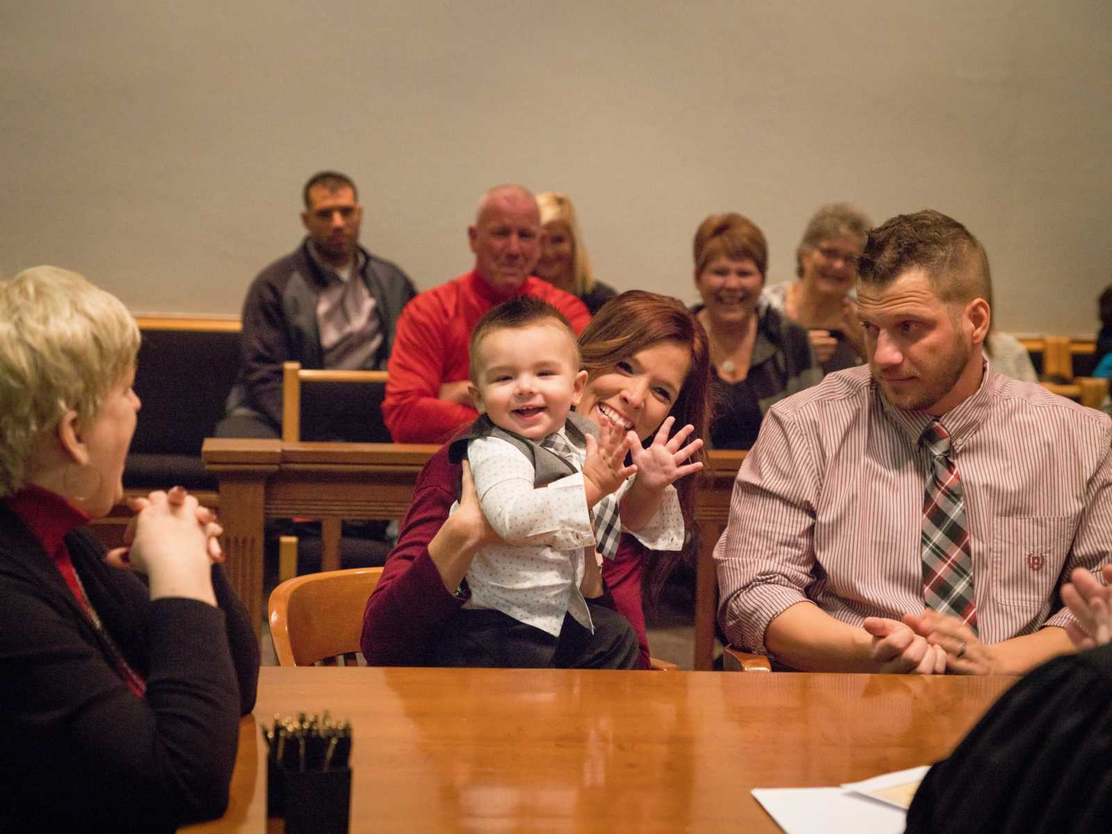 """Bebê de 2 anos grita """"papai"""" após fim do processo de adoção 8"""