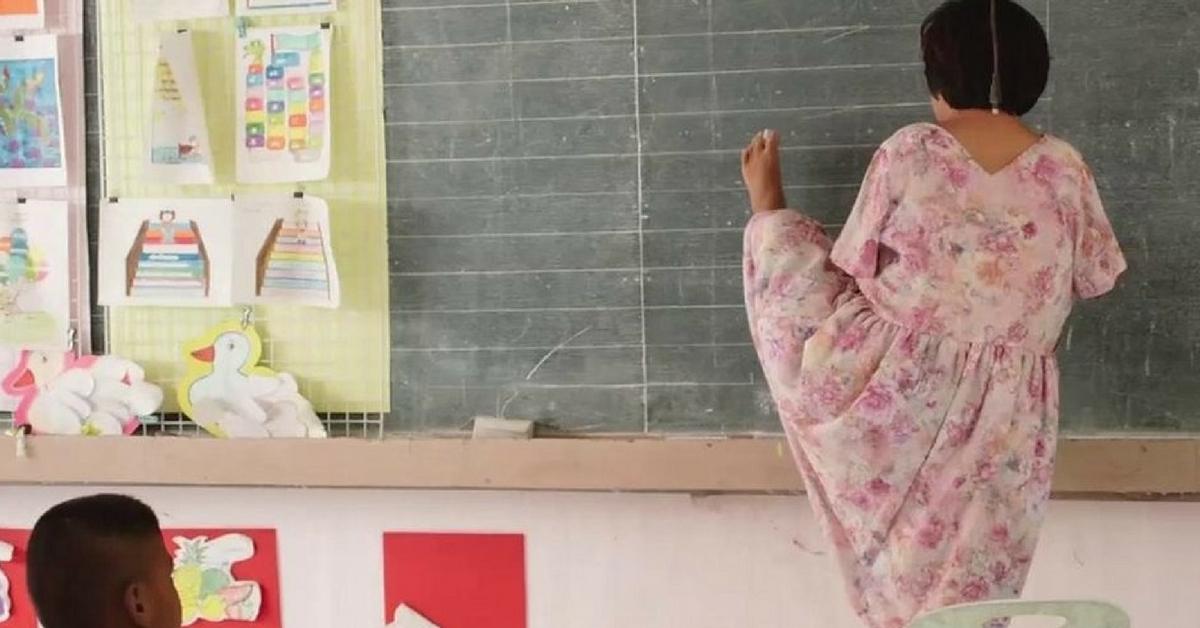 Tailandesa proibida de estudar por não ter braços hoje é professora e advogada 2