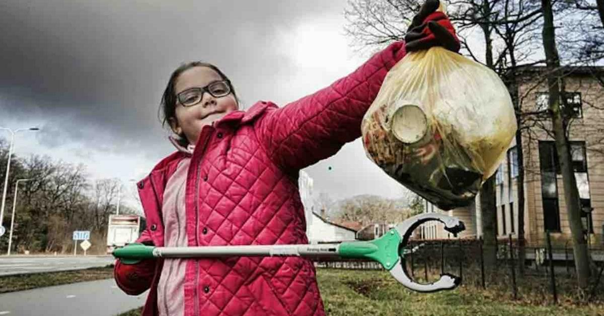 Menina de 9 anos viaja mais de 1000 km para retirar plástico das praias 2
