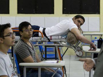 Mesmo paraplégico e com bala alojada, aluno de medicina assiste aula na maca em Piauí 2